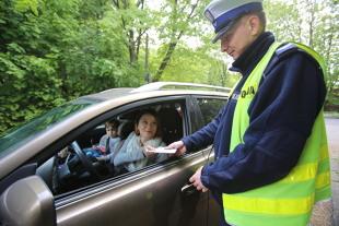 Kodeks drogowy 2019. Czy jazda bez dowodu rejestracyjnego i polisy OC jest karana?
