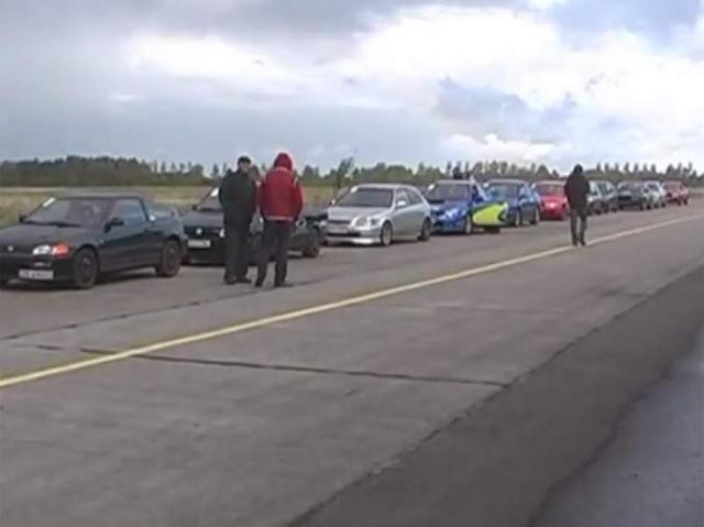 Sprint wyścigowy na lotnisku w Zegrzu Pomorskim