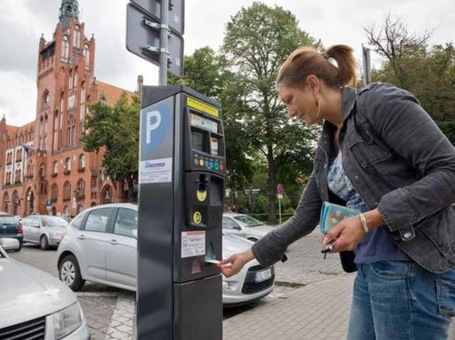Nowe parkometry w Słupsku wprowadzają w błąd turystów