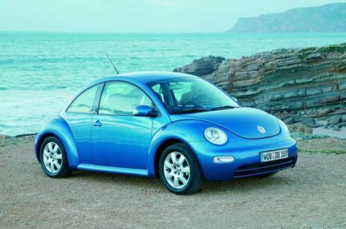Fot. VW: VW New Beetle tylko wyglądem nawiązuje do słynnego Garbusa. W New Beetle silnik umieszczony jest z przodu i napędza przednie koła.