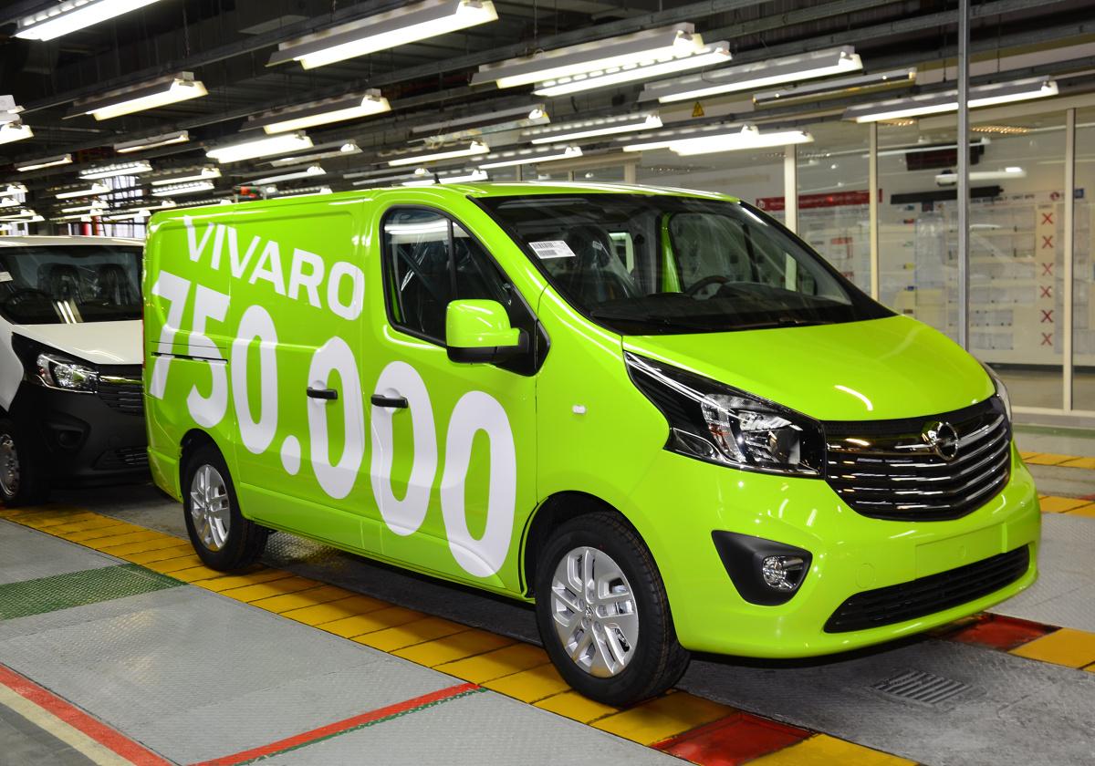 Opel Vivaro  Model jest dostępny jako furgon, kombi oraz w wersji z kabiną załogową lub kabiną z platformą do zabudowy, w różnych konfiguracjach umożliwiających dostosowanie go do specyficznych wymagań użytkowników.  Fot. Opel