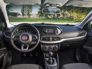 """Międzynarodowe Jury Autobest - niezależnej organizacji powstałej w 2001 roku - przyznało prestiżowy tytuł """"Autobest 2016"""" nowemu Fiatowi Tipo, potwierdzając tym samym cechy samochodu funkcjonalnego, który najlepiej wyraża hasło """"value for money"""" (relacja wartości do ceny), kluczowy element strategii funkcjonalnych samochodów rodziny Fiata, skupiając się poprzez prostą gamę oraz przejrzystą ofertę handlową na tym, co ważne dla klienta / Fot. Fiat"""
