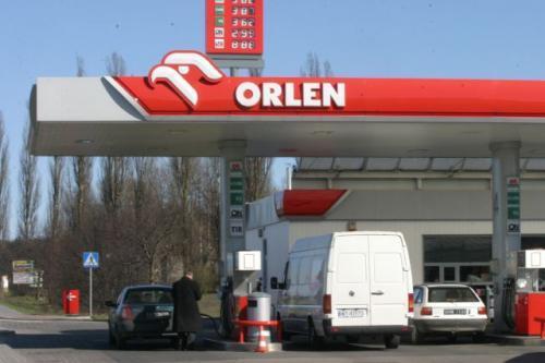 Fot. Robert Kwiatek: Do końca 2008 roku Polska musi zwiększyć obowiązkowe zapasy paliw z obecnych ok. 60 dni do 90 dni. Czy koszty przechowywania zostaną wliczone w cenę detaliczną paliw?