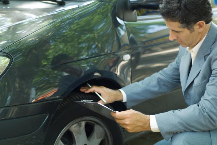 Kupujesz używany samochód? Pamiętaj, żeby sprawdzić opony