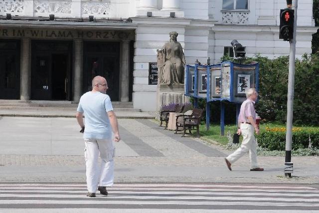 Na drogach ginie coraz więcej pieszych. Kto chce ich bronić?