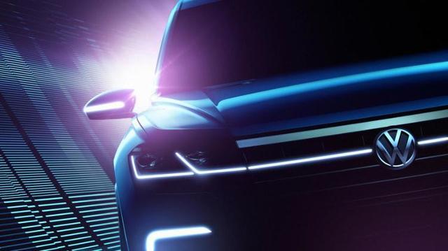 Nowy SUV Volkswagena   Z pierwszych informacji wynika, że hybryda typu plug-in ma generować 376 KM i aż 699 Nm maksymalnego momentu obrotowego. Niewykluczone, że napęd trafi na cztery koła.  Fot. Volkswagen