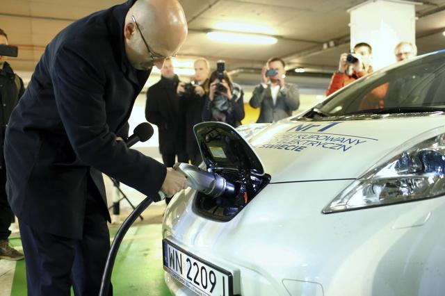 Według Instytutu Badań Rynku Samochodowego Samar, w 2016 roku zarejestrowano w Polsce 164 osobowe samochody elektryczne – o 48 więcej niż w roku 2015. Większość (91) stanowiły BMW i3. Na kolejnych pozycjach znalazły się Nissan Leaf (25), Tesla Model S (25) i Volkswagen e-Golf (11). Pozostałe modele nie przekroczyły liczby 10 rejestracji w skali 12 miesięcy.  Fot. Marek Szawdyn