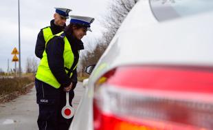 Kiedy policjant zatrzyma dowód rejestracyjny?
