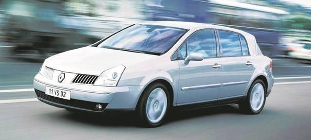 Renault Vel Satis - z pewnością nie można jego kształtom odmówić oryginalności. Był bodaj pierwszym samochodem, który zdobył pięć gwiazdek w teście NCAP. Królową wożono bezpiecznym autem… / Fot. Renault
