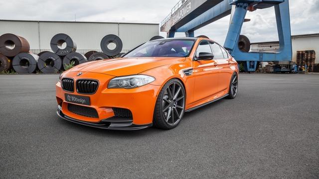 BMW M5   Standardowo pod maską auta pracuje 4.4 l jednostka V8. Tuner zmieniając oprogramowanie silnika i montując nowy układ wydechowy wykrzesał z niej 818 KM.  Fot. Carbonfiber Dynamics