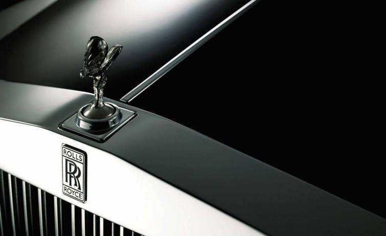 Rolls-Royce - figurka Spirit of Ecstasy ma 100 lat