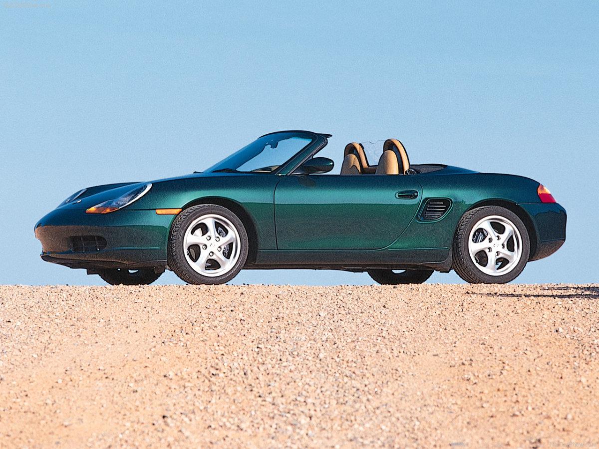 Porsche Boxster 986 to samochód, który sprawia kierowcy naprawdę sporo frajdy z jazdy / Fot. Porsche