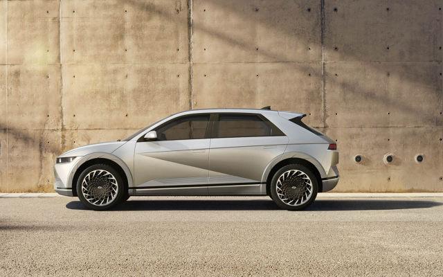 Hyudai Ioniq 5   Pierwszy model submarki IONIQ, dedykowanej pojazdom elektrycznym wyceniony. Klienci mają do wyboru 4 różne wersje w pełni elektrycznych napędów, które oferują od 170 do 305 koni mechanicznych  Fot. Hyundai