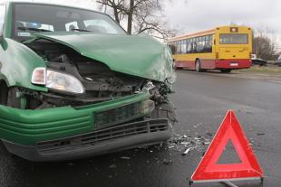 Czy trójkąt ostrzegawczy jest obowiązkowym wyposażeniem pojazdu? Jaki mandat można dostać?