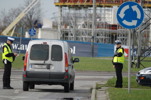 Kodeks drogowy. Czy można stracić prawo jazdy za przewożenie zbyt wielu osób w aucie?