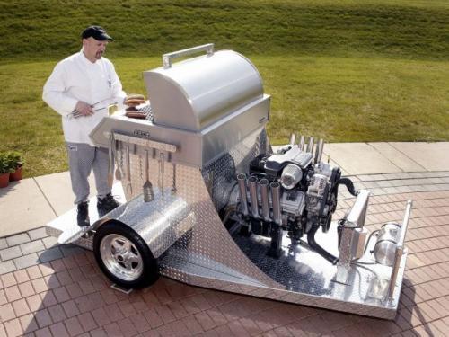 Fot. DaimlerChrysler: Okazuje się, że silnik HEMI może doskonale służyć jako element…grilla.
