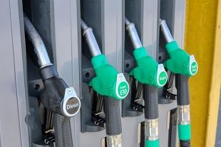 Jakość paliw. Na tych stacjach lepiej nie tankuj. Nowy raport UOKiK