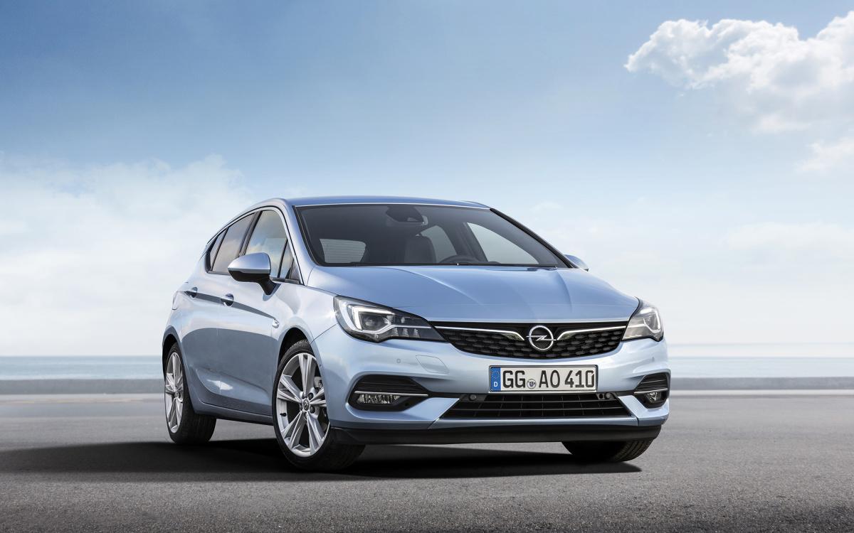 Koniec wakacji, to nie tylko ostatni moment na zaplanowanie wypoczynku oraz czerpanie przyjemności z relaksujących, słonecznych i ciepłych dni kończącego się lata. Dzięki specjalnej akcji promocyjnej, jest to również idealny czas na wybór jednego z najbardziej popularnych w Polsce kompaktów – Opla Astry.  Fot. Opel