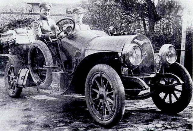 Protos G2 był wykorzystywany jako pojazd sztabowy w armiach Niemiec (na zdjęciu) i Austro-Węgier. Takie auto, odnalezione w 2009 roku w Polsce, służyło oficerom cesarza Franciszka Józefa