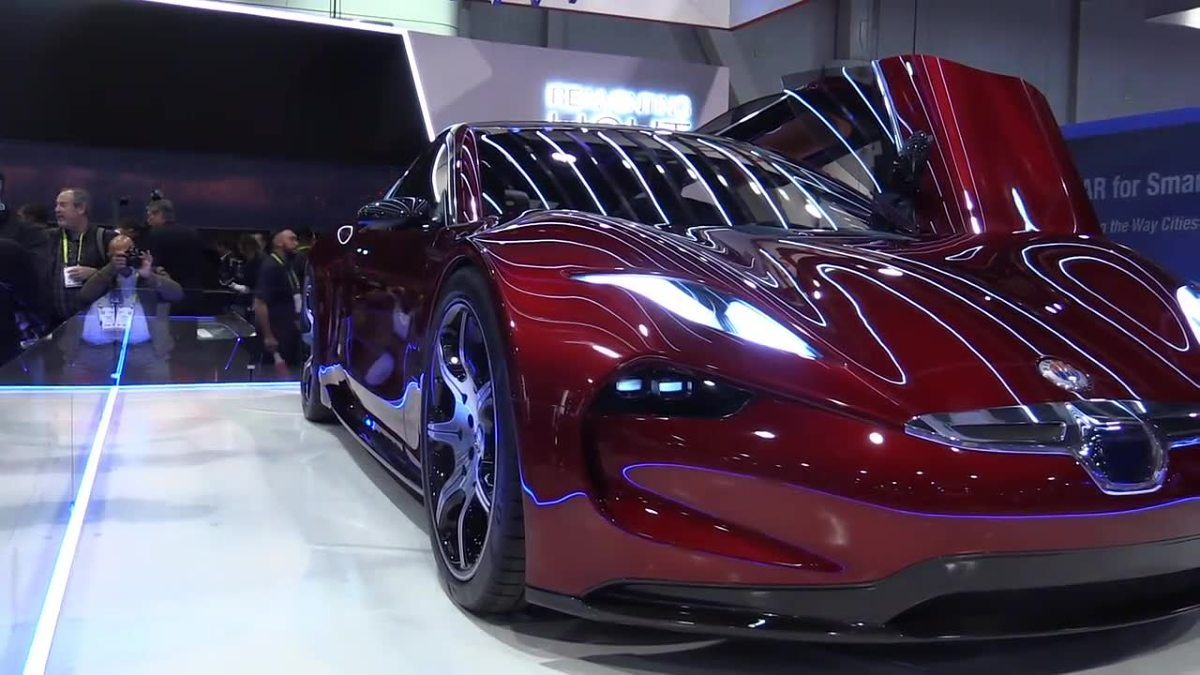 Fisker EMotion  Pojazd ma mieć zasięg około 640 kilometrów i ładować się w niespełna 10 minut. Fisker EMotion pojawi się na rynku w 2020 roku. Elektryczna nowość ma kosztować 130 tysięcy dolarów.  Fot. RUPTLY / x-news