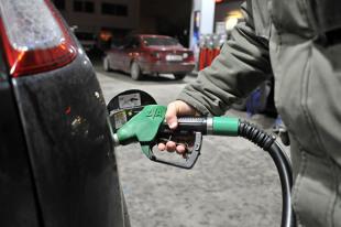 Paliwa. Ile paliwa można kupić za średnią pensję w Polsce i na świecie?