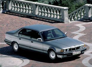 BMW SERIA 7 II (E32) (1986 - 1994) Sedan [E32]