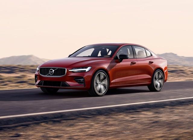 Zazwyczaj wspominając o segmencie D mamy na myśli najpopularniejszych przedstawicieli tj. Volkswagena Passata, Skodę Superb, Forda Mondeo czy Opla Insignię. A przecież segment D to również marki premium z takimi modelami jak Jaguar XE, Mercedes Klasy C, Volvo S60 czy też Lexus IS. I właśnie te dwa ostatnie modele postanowiliśmy wybrać do naszego porównania.  Fot. Volvo
