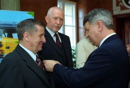 Fot. P. Jasiczek: Odznaczenia wręczał minister Jan Ryszard Kurylczuk.