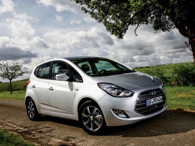 Hyundai prezentuje się atrakcyjne, ma bardzo ładne proporcje i kilka ciekawych detali. Auto jest zresztą świeżo po modernizacji, którą przeprowadzono na początku 2015 r / Fot. Hyundai