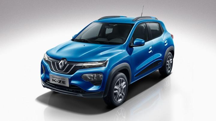 Renault City K-ZE  Renault City K-ZE jest wyposażony w czujniki smogu PM 2.5 oraz system kontroli jakości powietrza. System ocenia czystość powietrza w kabinie i automatycznie włącza i wyłącza obieg zamknięty, aby powietrze we wnętrzu samochodu było zawsze zdrowe i czyste.  Fot. Renault