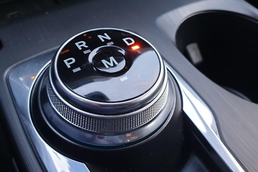 Automatyczna skrzynia biegów, to przede wszystkim komfort w codziennym użytkowaniu auta, ale także bezpieczeństwo, ponieważ kierowca nie musi zajmować się doborem przełożeń i skupia się w głównej mierze na kierowaniu. Dzisiejsze przekładnie potrafią optymalizować spalanie, a to niekiedy niemały plus finansowy.  Fot. Archiwum