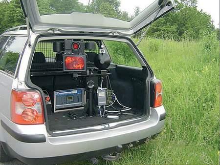 Fot. Centrum Bezpieczeństwa Ruchu Drogowego: Superfotoradar można też zainstalować w samochodzie...