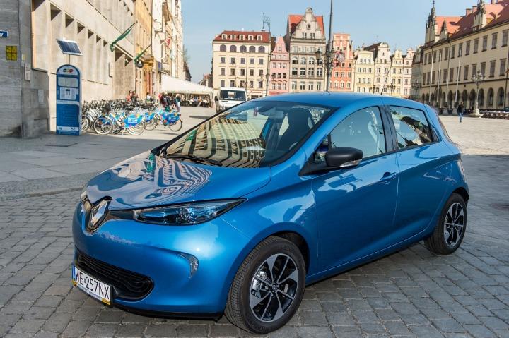 Renalt Zoe   Samochód elektryczny Renault ZOE został przekazany na miesiąc do Departamentu Zrównoważonego Rozwoju Urzędu Miejskiego Wrocławia. Jest to nagroda dla Wrocławia – laureata konkursu ECO-MIASTO w kategorii mobilność zrównoważona.  Fot. Renault