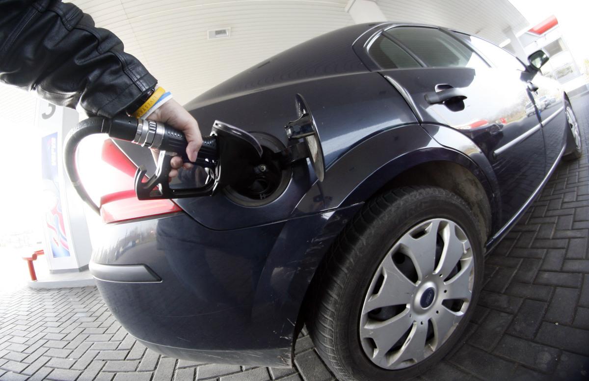Od miesiąca średnie ogólnopolskie ceny paliw stoją w miejscu jak zaczarowane. Stabilizacji na krajowym rynku paliw sprzyja ograniczona zmienność na światowych giełdach naftowych, ale w najbliższych dniach możemy w końcu zobaczyć zmianę na pylonach stacji. Niestety będzie to prawdopodobnie ruch w górę.  Fot. Piotr Krzyżanowski