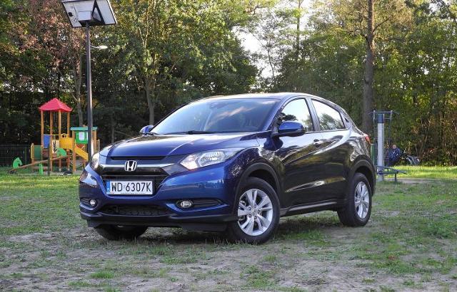 Honda wprowadziła na polski rynek nowy model HR-V. Auto, podobnie jak poprzednik sprzed lat, jest SUV-em. Ceny nowego samochodu rozpoczynają się od kwoty 77 tys. zł / Fot. Wojciech Frelichowski