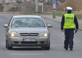 Dowód rejestracyjny i polisa OC. Za ich brak kierowca nie dostanie mandatu