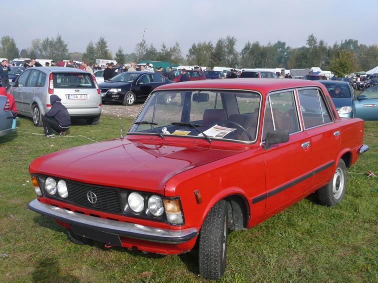 Giełda samochodowa w Rzeszowie - auto z czasów PRL