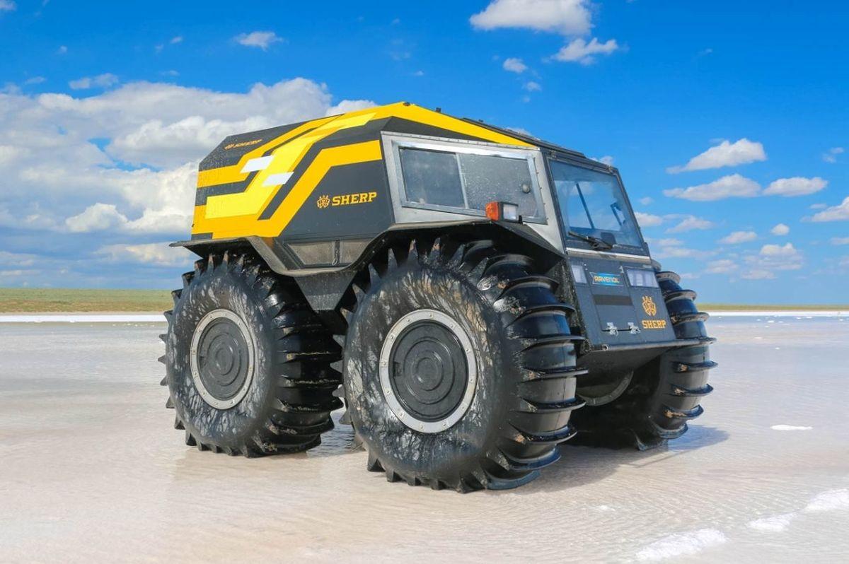Na całym świecie działają firmy, które oferują amatorom ekstremalnych przygód specjalnie przygotowane pojazdy terenowe. Dobrym przykładem są terenowe Toyoty modyfikowane przez Arctic Trucks czy zaskakujące rosyjskie pojazdy o groźnie brzmiących nazwach.  Fot. Producenci