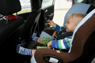 Fotelik dla dziecka. Rodzice nie potrafią go wybrać? (video)