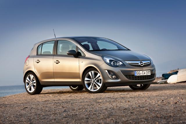 Opel Corsa D  Wydając 20 tys. zł można znaleźć Corsę D z lat 2008 - 2011.  Auto produkowano w latach 2006-2014, jako trzy- i pięciodrzwiowy hatchback. Była to piąta generacja Corsy. Auto bazuje na prostych rozwiązaniach, bez wymyślnych nowinek i skomplikowanej elektroniki. Dlatego jest trwałe i niezawodne.  Fot. Opel