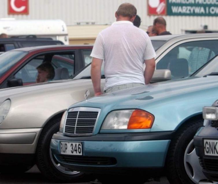 Kupujesz używany samochód za granicą? Nie daj się naciągnąć