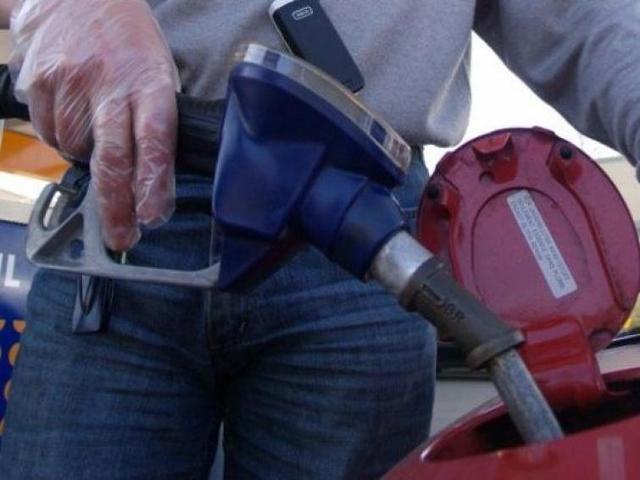 Ceny paliw: Jest niewielki spadek