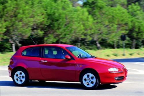 Fot. Alfa Romeo: Alfa Romeo 147 przed face liftingiem ma charyzmę, ale też opinię auta z wieloma niedoróbkami.