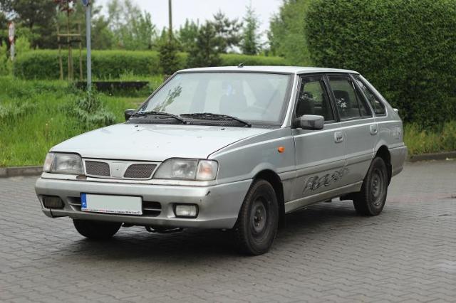 Daewoo-FSO Caro Plus z 2000 r.