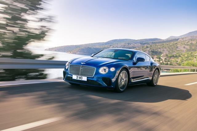 Bentley Continental GT  Za napęd odpowiada silnik W12 TSI o pojemności 6 litrów, który dostarcza 635 KM oraz 900 Nm. Dzięki niemu auto przyspiesza do 100 km/h w 3.7 s.  Prędkość maksymalna w tym przypadku to 333 km/h.  Fot. Bentley