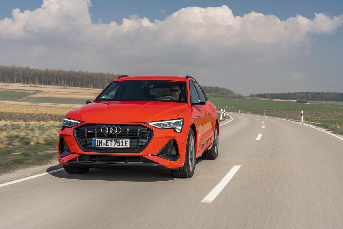Audi e-tron Sportbac  Audi e-tron Sportback to SUV coupé oferujący nawet 300 kW mocy i zasięg do 442 kilometrów na jednym ładowaniu akumulatora.   Fot. Audi