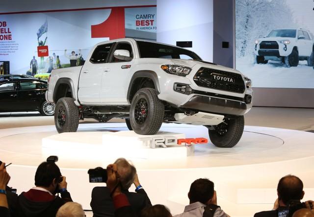 Podczas Chicago Auto Show Toyota zaprezentowała najnowszy terenowy pickup z rodziny TRD Pro Series – model Tacoma TRD Pro, fabrycznie przygotowany do jazdy w najtrudniejszym terenie przez ekspertów Toyota Racing Development (TRD) / Fot. Toyota