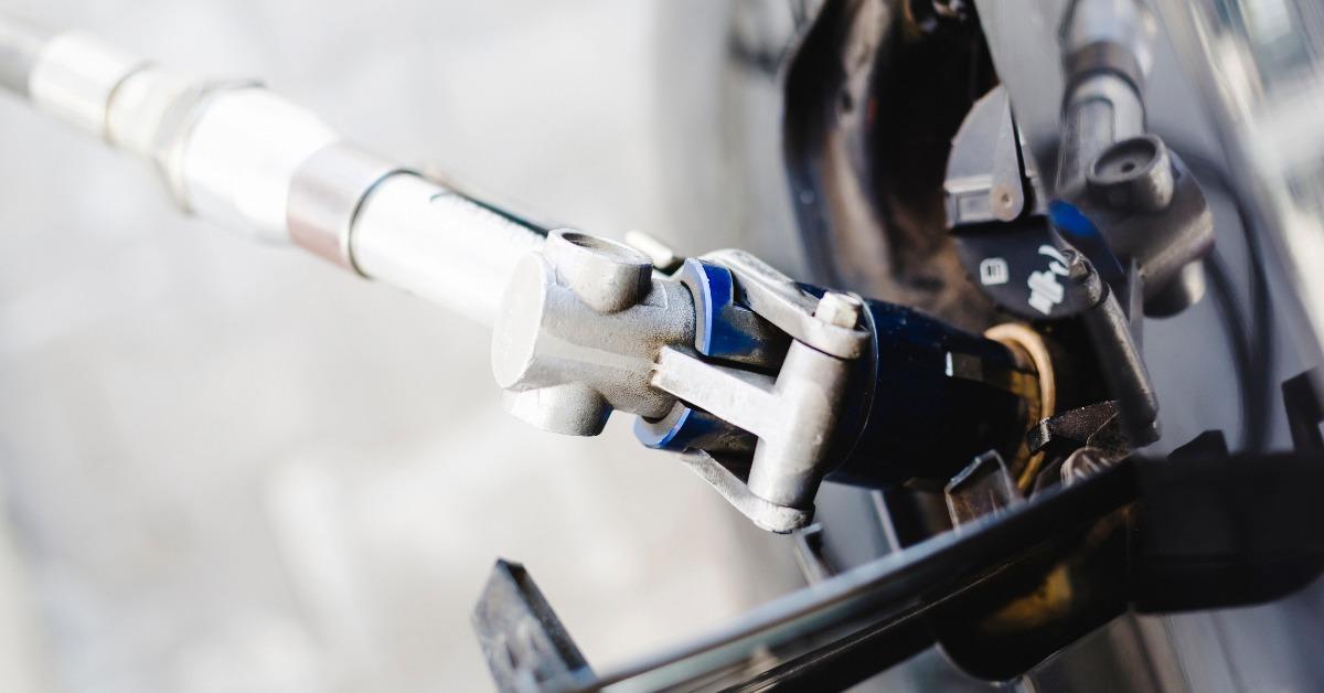Autogaz to od lat ciesząca się popularnością alternatywa dla benzyny. LPG kusi posiadaczy samochodów i pozwala cieszyć się ekonomią jazdy. W chwili, gdy ceny paliw wahają się wokół 4,50 zł za litr, gaz oscyluje wokół 2 zł. Sprawdź, co warto wiedzieć, aby cieszyć oszczędnościami z jazdy na tańszym i bardziej ekologicznym paliwie.  Fot. STAG