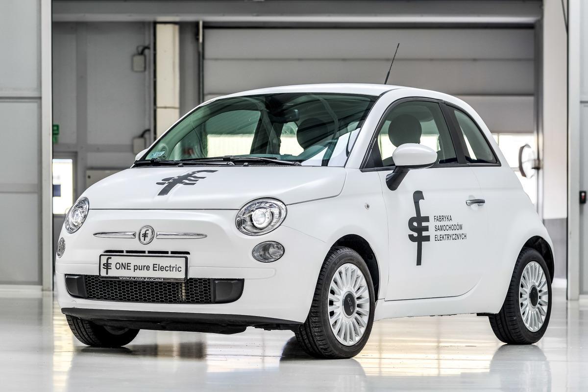 FSE 01  Zarówno płyta podłogowa jak i nadwozia auta produkowane jest w Tychach. Bazą do powstania nowości jest bowiem Fiat 500. Finalny montaż odbywa się w Bielsku-Białej. Silnik elektryczny o mocy 45 KM ma umożliwić pokonanie dystansu około 100 km na jednym ładowaniu, natomiast prędkość maksymalna ma wynosić 135 km/h. Naładowanie pojazdu ze zwykłego garażowego gniazdka potrwa około 6 godzin.  fot. FSE