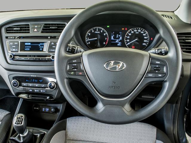 zdjęcie Hyundai i20 UK